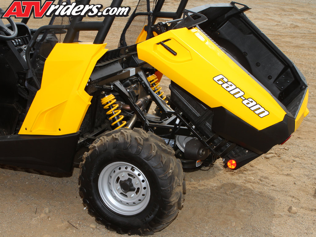 2011 BRP Can-Am Commander 800 R, 1000 X & XT SxS / UTV Ride Review